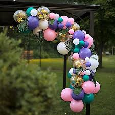 4 Ways to Decorate a Gazebo For a Wedding Party?